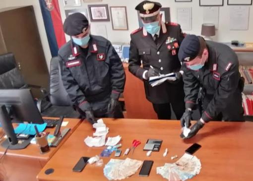 Tre arresti per droga: nei guai anche il gestore di un bar