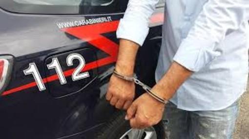 Varallo: 43enne in carcere per furto e danneggiamento