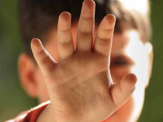 Urla e sberle ai bambini della materna: arrestate tre maestre