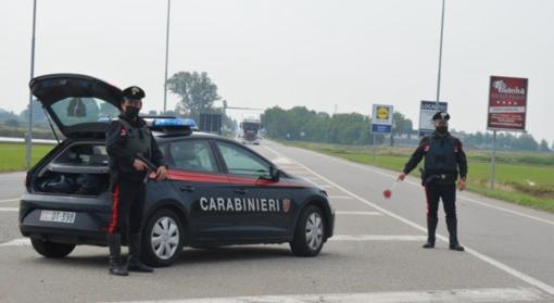 Fugge all'alt dei carabinieri: inseguimento ad alta velocità da Vercelli a Castell'Apertole