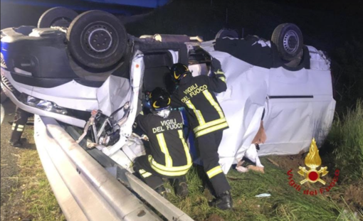 Tre feriti nel furgoncino ribaltato: una donna ricoverata in codice rosso