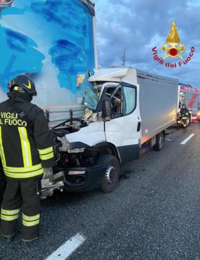 Incidente tra mezzi pesanti sulla Torino - Milano