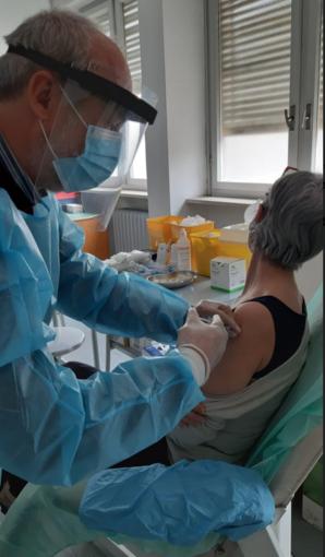Tutti i medici si offrono come vaccinatori: in 15 giorni la Valsessera mette al sicuro mille persone