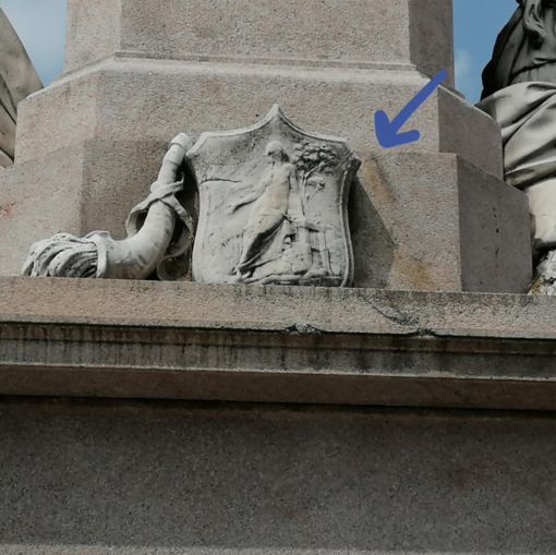 Monumento a Cavour di Vercelli danneggiato la notta degli Europei: il responsabile è un 30enne