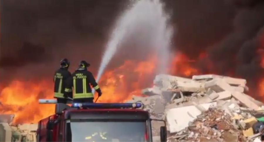 Incendio nella zona industriale di Mortara nella Eredi Bertè