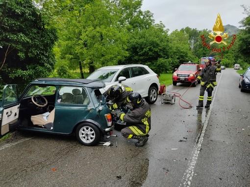 Schianto tra 3 auto a Roccapietra, ferita una donna