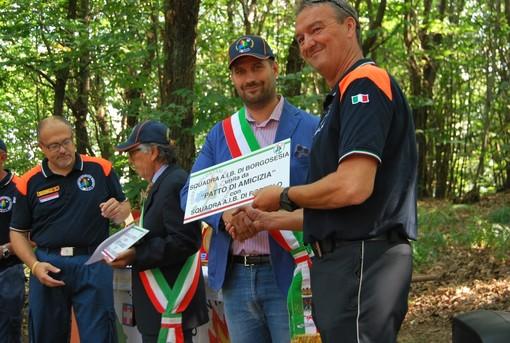 In primo piano Tiziano Bonato con il sindaco di Borgosesia Paolo Tiramani