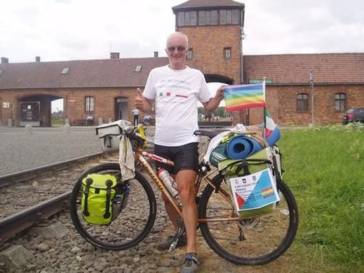 """Il Coronavirus non ferma il """"ciclista della memoria"""": «Pedalerò nei luoghi delle stragi nazifasciste del Piemonte»"""