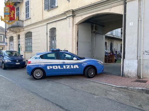 Pestato con una mazza da baseball: 3 indagati dopo la maxi rissa a Vercelli