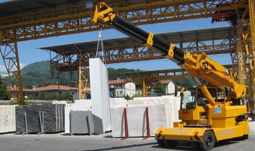 Lavorazione del marmo: l'azienda Olivero è Rivenditore Ufficiale Manitex Valla