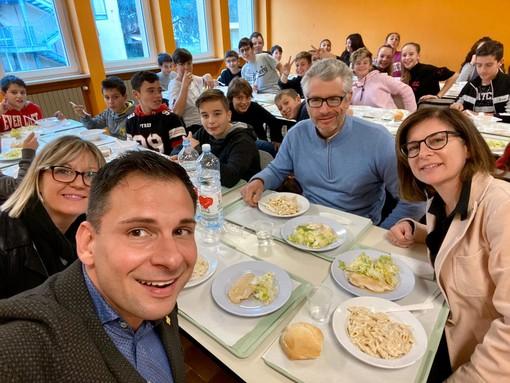 Gattinara: il sindaco a pranzo nella mensa scolastica con i ragazzi delle medie