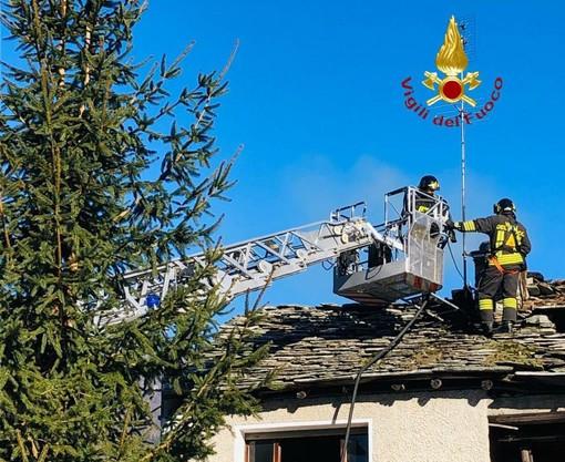 Scopa, a fuoco il camino di una casa: all'opera i Vigili di Varallo
