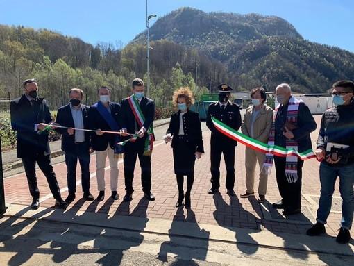 Borgosesia, taglio del nastro per la nuova area ecologica di Plello VIDEO