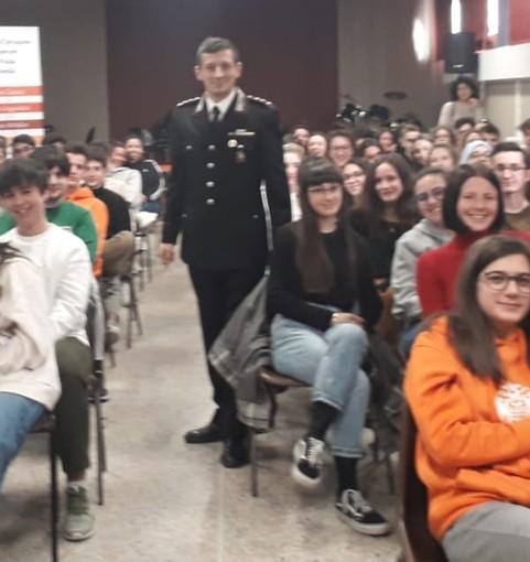 Cyberbullismo e social, i carabinieri di Borgosesia incontrano gli studenti