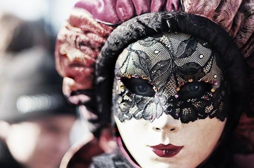 Al via il Carnevale Benefico di Muzzano, in scena anche le tradizionali maschere valsesserine e valsesiane