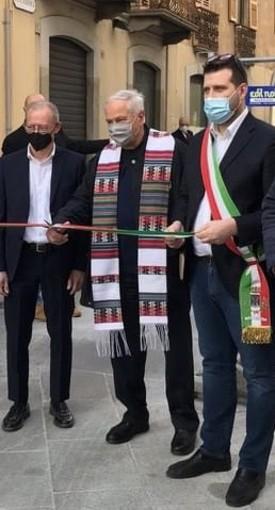 Don Ezio Caretti con il sindaco Paolo Tiramani