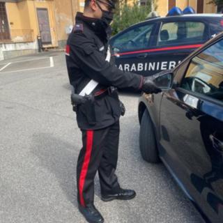 Tenta la truffa dello specchietto ma l'anziana vittima lo mette in fuga e i carabinieri lo denunciano