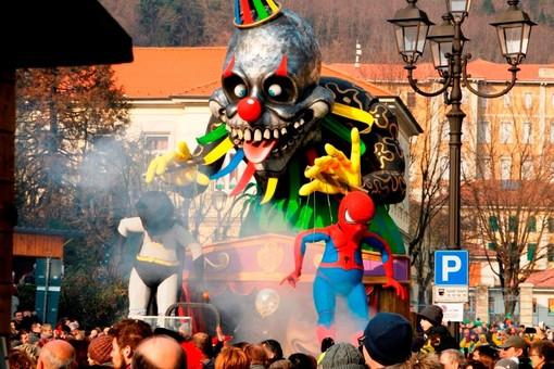 Carnevale 2020, carri e sfilate per le vie di Borgosesia FOTO