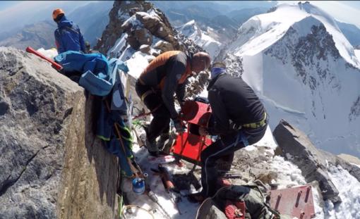 Al lavoro a 4.634 metri per la nuova croce della punta Dufour