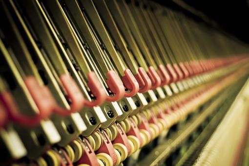 Un macchinario tessile in lavorazione
