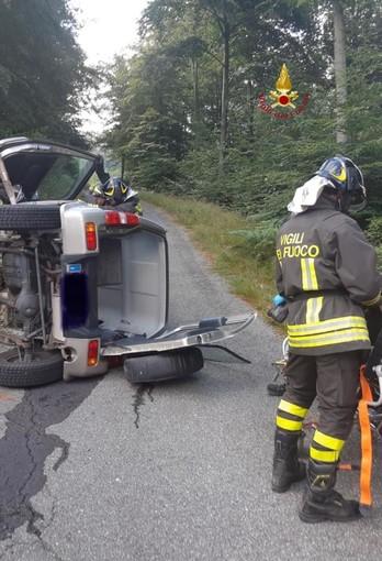 Auto si ribalta a Varallo, estratti due anziani rimasti feriti