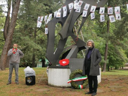 Tornano sul monumento le immagini dei partigiani vercellesi