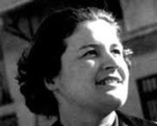 Borgosesia intitola i giardini a Lea Schiavi, reporter politica degli anni 40