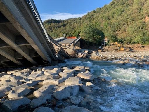Ponte di Romagnano, iniziata la rimozione delle macerie - Foto