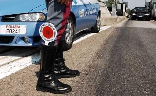 Patente ritirata a un automobilista indisciplinato