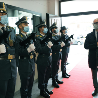 Legalità e sicurezza del territorio: il prefetto in visita alla Guardia di Finanza