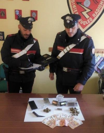 Droga e bilancini in casa di un 21enne. Arrestato dai Carabinieri