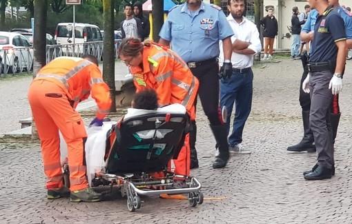 Calci, pugni e colpi di stampella: Maxi rissa tra più di 30 persone ai giardini Zumaglini FOTO