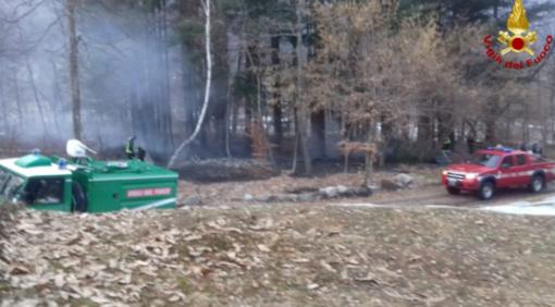 Attimi di paura a Scopa, incendio mette a rischio alcune case