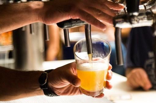 """Borgosesia, Tiramani: """"Per sicurezza, salute e decoro divieto di consumo di bevande in vetro nel fine settimana"""""""