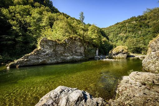 Val Mastellone: Borghi pittoreschi nella conca di smeraldo