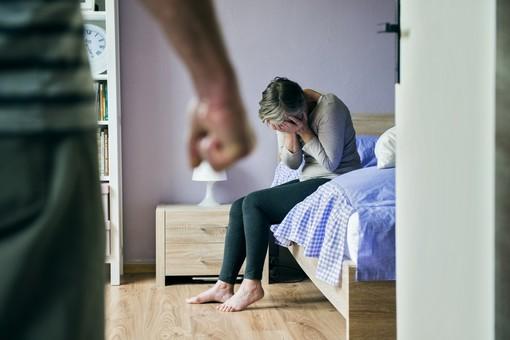 Vercelli: da oltre 1 anno aggrediva e picchiava la ex. Arrestato per stalking e lesioni gravi