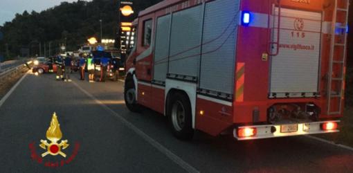 Scontro a Serravalle: un ferito incastrato tra le lamiere